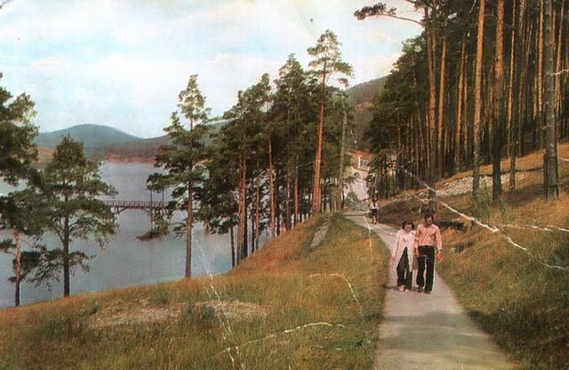 Парк возле пруда. Белорецк-1976